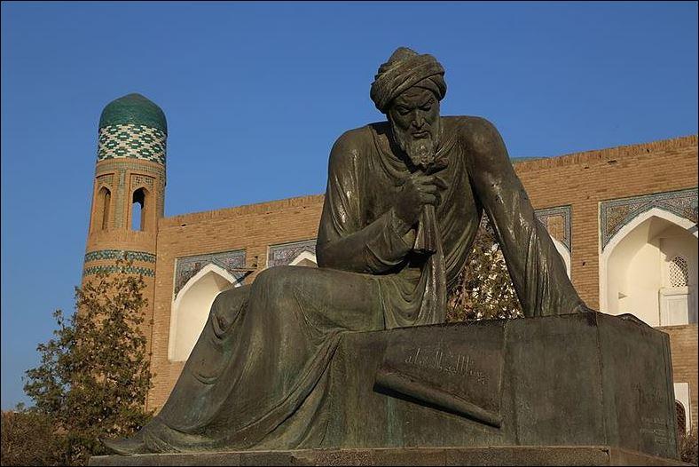 10 AL standbeeld Khiva