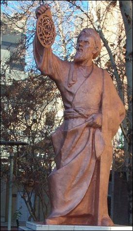 10 AL standbeeld