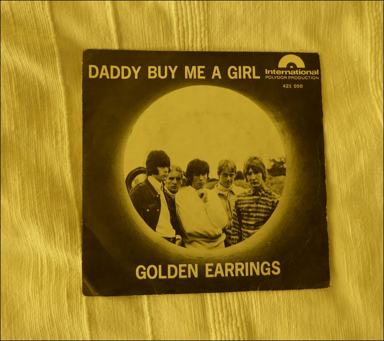 0000 singles golden earrings